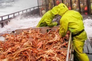 Solution to dry fishing gear, fishing bibs, fishing boots on trawlers