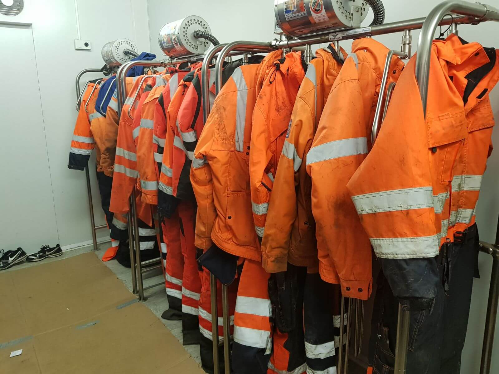 drying room equipment for heavy survival suits