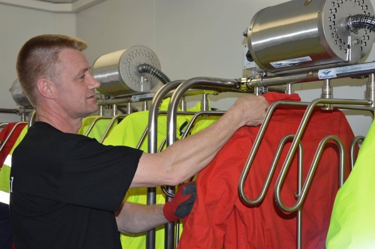 contenedor con sistemas de secado para ropa de trabajo