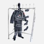 estante de almacenamiento para trajes de buceo