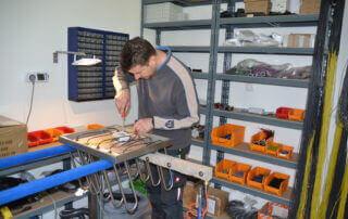 productie roestvrijstalen hangers om werkkleding te drogen